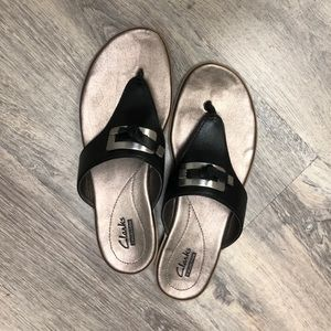 Clark's Size 7 Thong Sandals